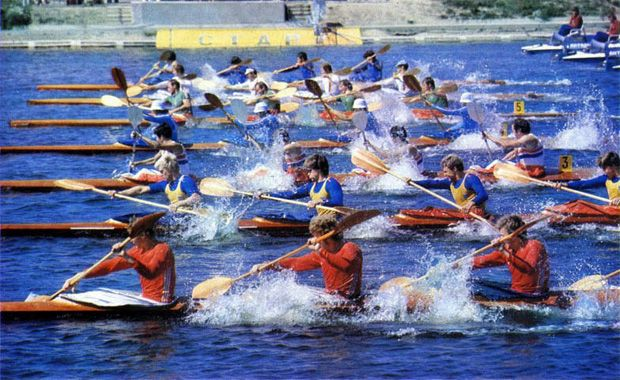 http://img15.imageshack.us/img15/3524/canoeingmoscow19804.jpg